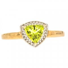 9ct Gold And Peridot Single Stone Ring