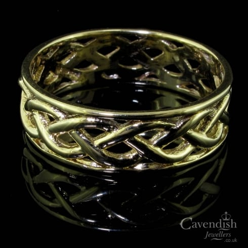 Attractive 9ct Gold Celtic Design Band Ring