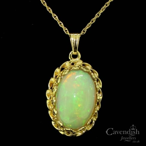 Attractive Yellow Gold And Cabochon Cut Opal Pendant Necklace