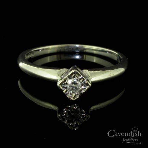 Beautiful 9ct White Gold And Diamond Illusion Set Solitaire Ring