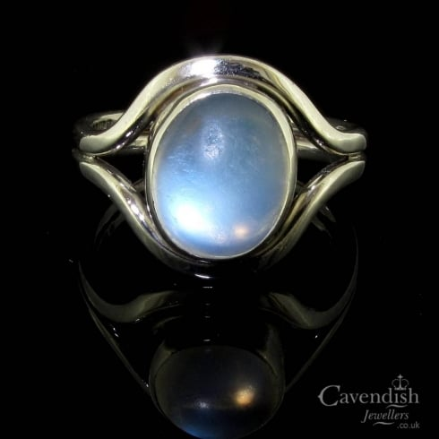 Beautiful 9ct White Gold Moonstone Solitaire Ring