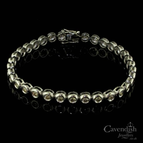 Contemporary 18ct White Gold And Diamond Tennis Bracelet