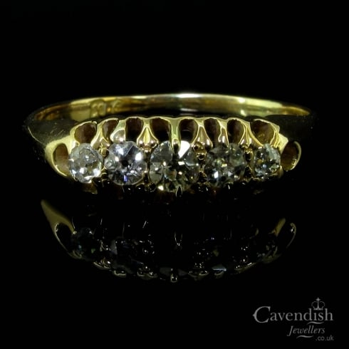 Delightful 18ct Gold & Diamond 5 Stone Ring