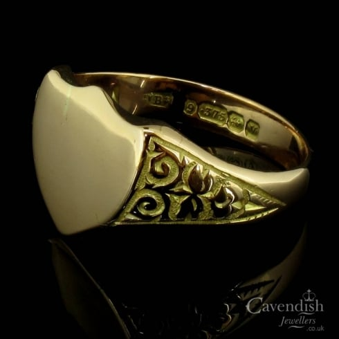 Distinctive 9ct Rose Gold Shield Shape Signet Ring Dated 1945