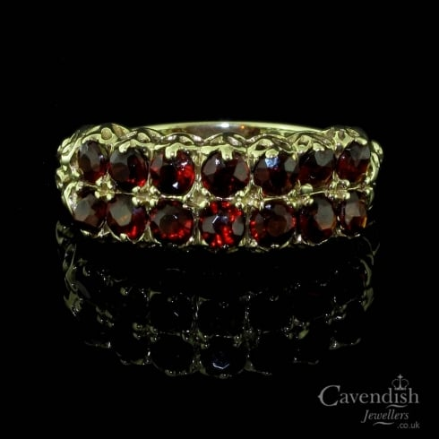 Glistening 9ct Gold And Garnet Ring