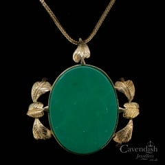 Impressive 9ct Gold Green Agate Pendant Necklace