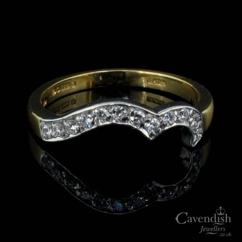 Interesting 18ct Gold Diamond Shaped Band Ring
