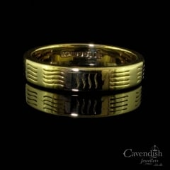 Interesting 9ct Gold Wave Pattern Wedding Band Ring