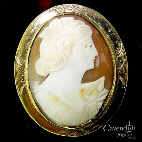 Interesting Edwardian Pinchbeck Cameo Brooch