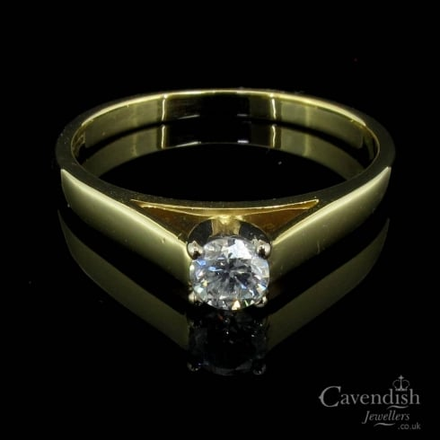 Lovely 18ct Gold & Diamond Solitaire Ring