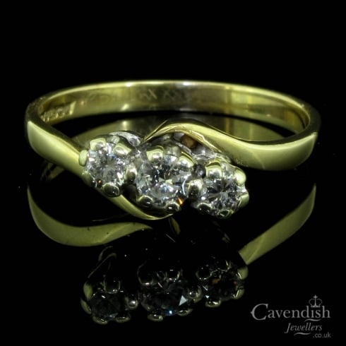 Lovely 9ct Gold And Diamond Trilogy Ring