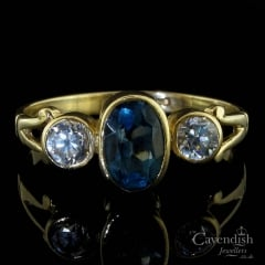 Lovely 9ct Gold, Blue Topaz & Cubic Zirconia Trilogy Ring