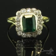 Stunning 18ct Gold Emerald & Diamond Cluster Ring
