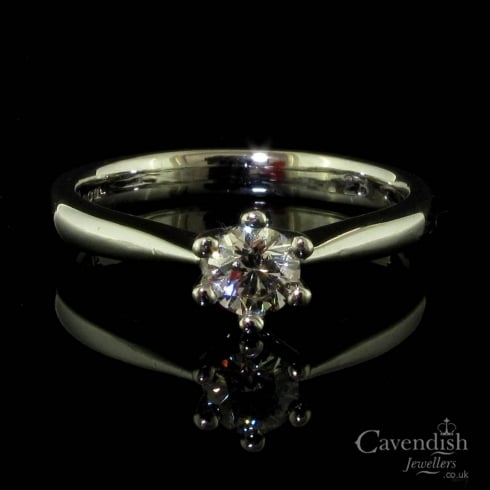 Stunning 18ct White Gold And Diamond Solitaire Ring