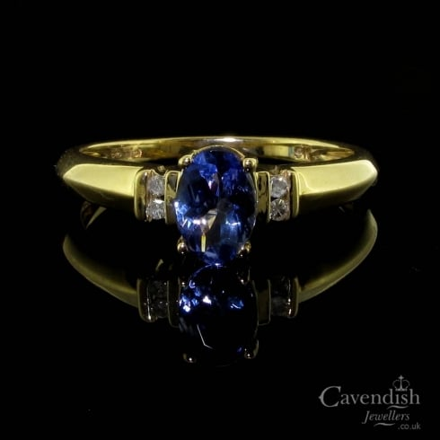 Tempting 9ct Gold Tanzanite & Diamond Solitaire Ring