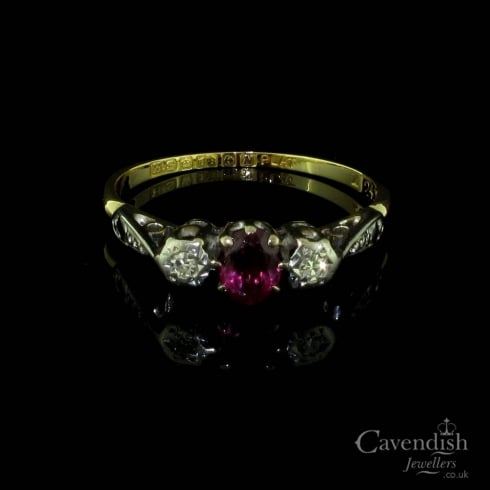 Vintage 18ct Gold and Platinum Ring With Ruby and Diamonds