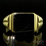 Vintage 9ct Gold Engraved Shoulder Signet Ring
