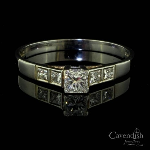 Wonderful 18ct White Gold Diamond Solitare Ring